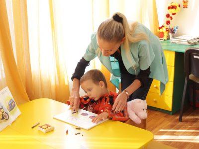 Программа повышения квалификации «Профессиональная деятельность помощника воспитателя по социально-психологической реабилитации, социальной и трудовой адаптации детей с ОВЗ в ДОУ (с основами оказания доврачебной медицинской помощи)»